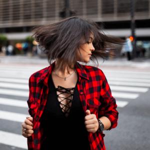 Foto ragazza che indossa una camicia